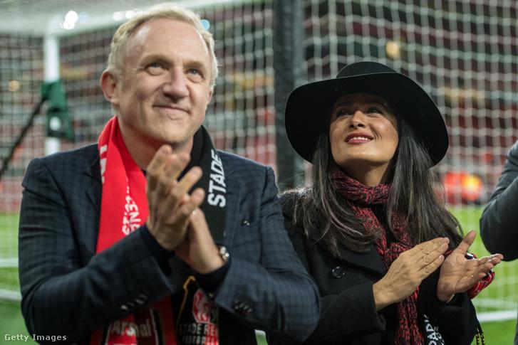 François-Henri Pinault és felesége Salma Hayek az Arsenal - Stade Rennais mérkőzésen, Londonban 2019. március 14-én