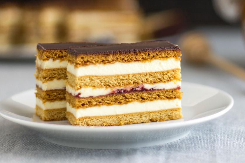 Emeletes, mézes krémes süti családi recept szerint: ez a puha tészta titka