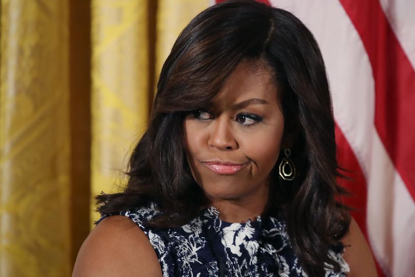 Michelle Obama durván megszegte a protokollt - Erzsébet királynőt is meglepte