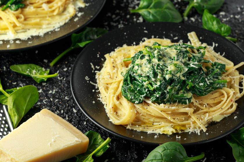 Fokhagymás-spenótos tészta: főzelék helyett ezt is elkészítheted zöldcsütörtökön