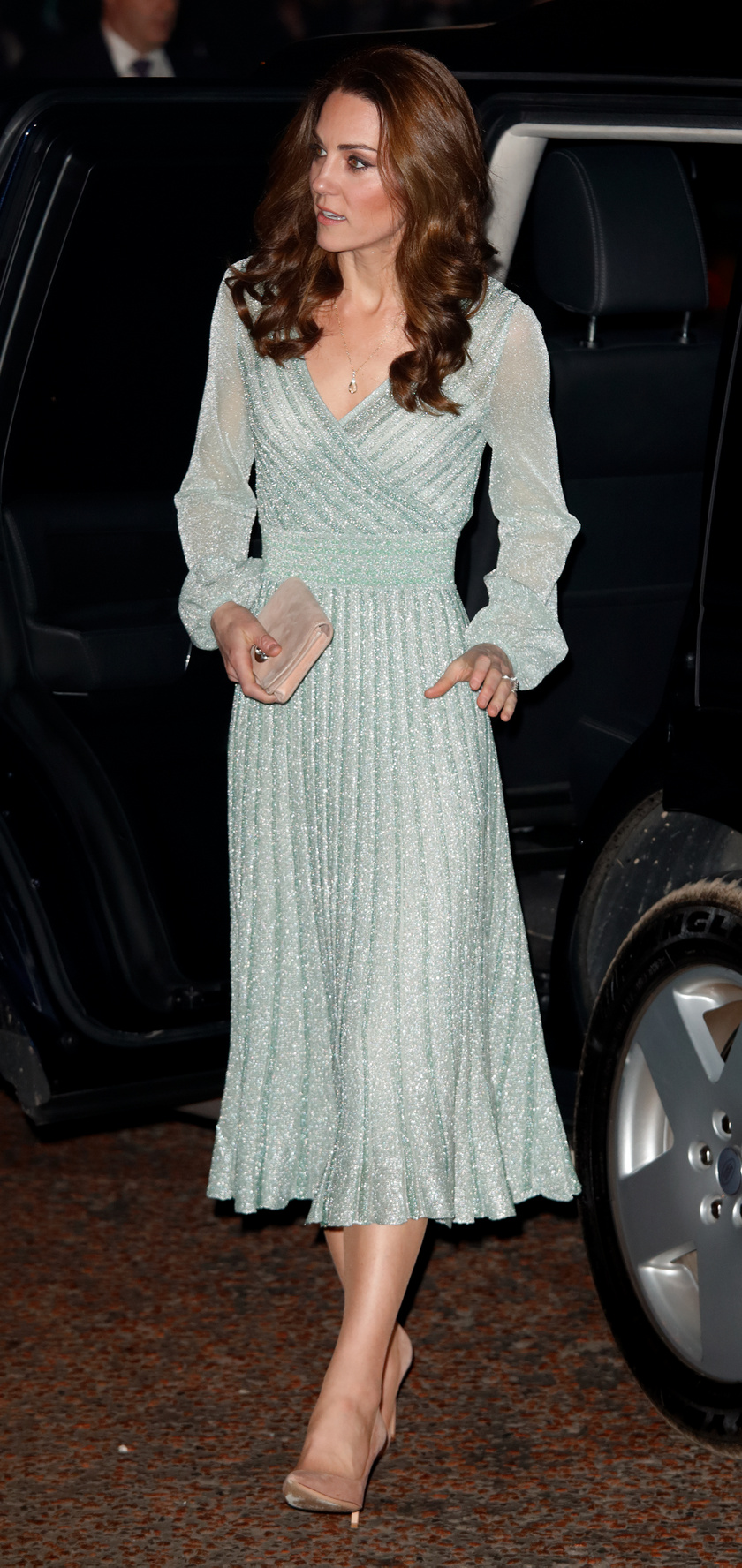 Idén egy belfasti látogatása során viselte ezt a csinos, csillogó Missoni-ruhát, mely 2480 dollárba, azaz 702 ezer forintba került.
