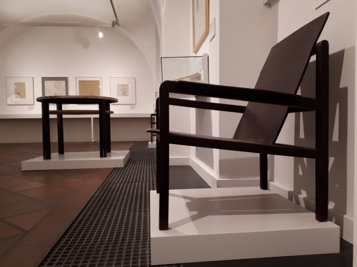 Bortnyik tervezte bútorok az állandó kiállításon