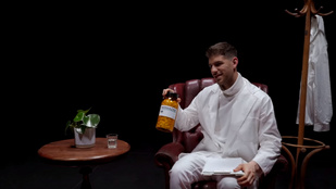 Pajor Kristóf doktor gyógyítja a betegeit