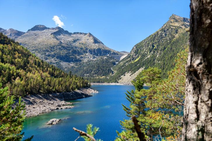 Az Oredon-tó a francia Pireneusokban