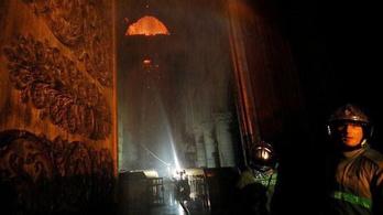 Tűzoltórobot is részt vett a Notre-Dame oltásában