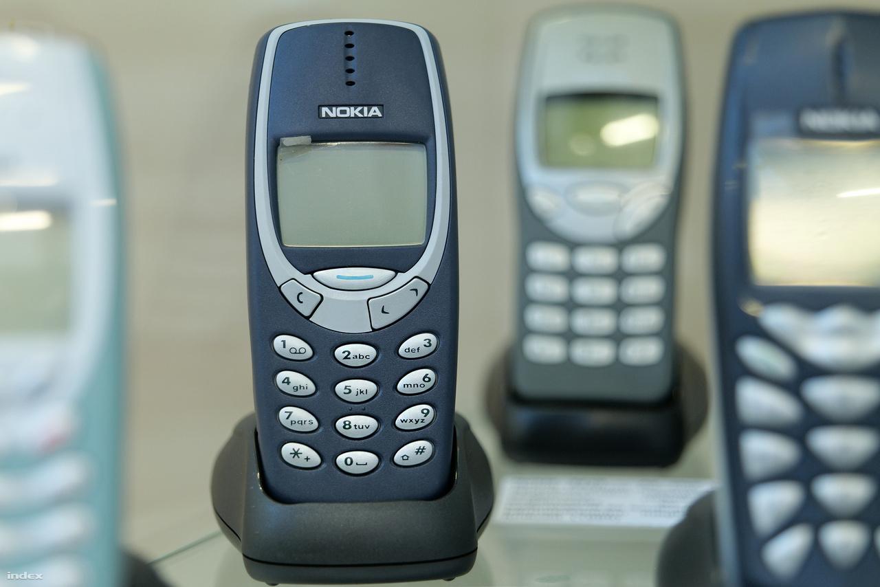 A 2000-ben bemutatott Nokia 3310 telefon olyan jól bírta, sőt bírja a strapát, hogy tíz évvel később                         az elpusztíthatatlanság példaképeként internetes mémmé vált, majd nemrég a Nokia meglovagolva a retrólázat, gyártott belőle egy okostelefonos verziót, ami azonban szégyenszemre jócskán elmaradt a várakozásoktól.