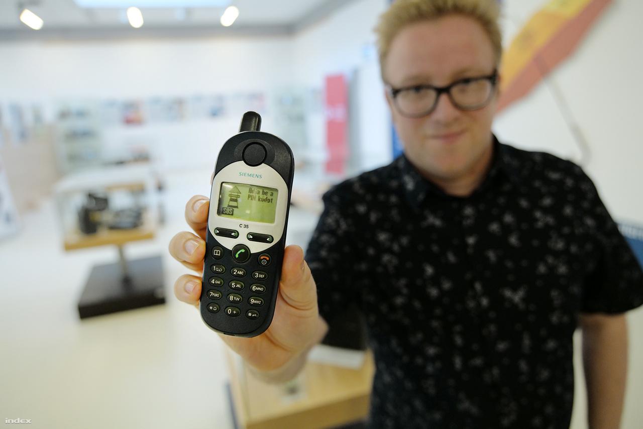 Írja be a PIN-kódot! Egy meglehetősen népszerű mobiltelefon a kétezres évek legelejéről: Siemens C35.
