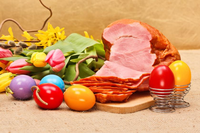 A húsvéti sonka árán soha ne spóroljunk! A hús legyen friss, és származzon megbízható forrásból. Sajnos nagyon sok rossz minőségű sonkát árulnak potom pénzért, de megbízhatatlan helyeken akár drágábban is, húsvét előtt.