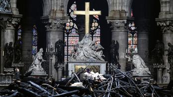 Macron: Öt év alatt újjáépítjük a Notre-Dame-ot!
