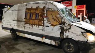 Ügyes trükkel vitte át a határon a román sofőr a roncskisbuszt