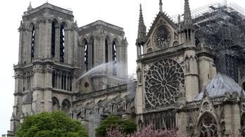Megtalálták a Notre-Dame elveszettnek hitt rézkakasát