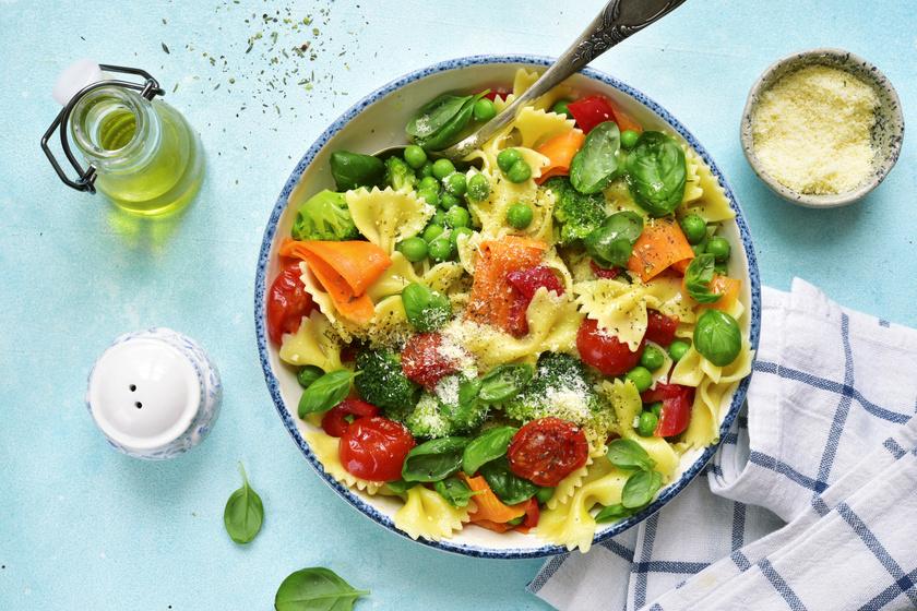 Ínyenc zöldséges tészta a tavasz kedvenceivel: hús nélkül is laktató