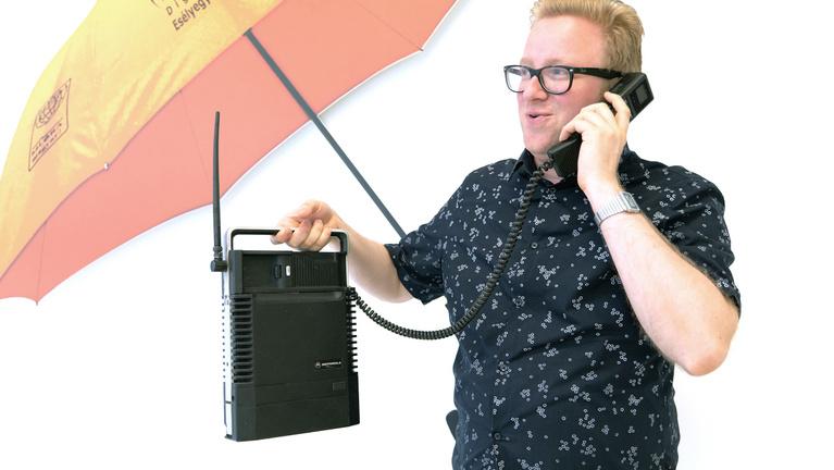 Bunkofon, oplogó, rúzstelefon – szédítő időutazás a mobilok negyedszázados múltjába