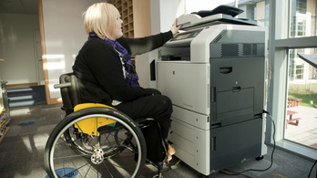 Hiánycikk a munkaerő, de a fogyatékkal élők még így sem kellenek a cégeknek