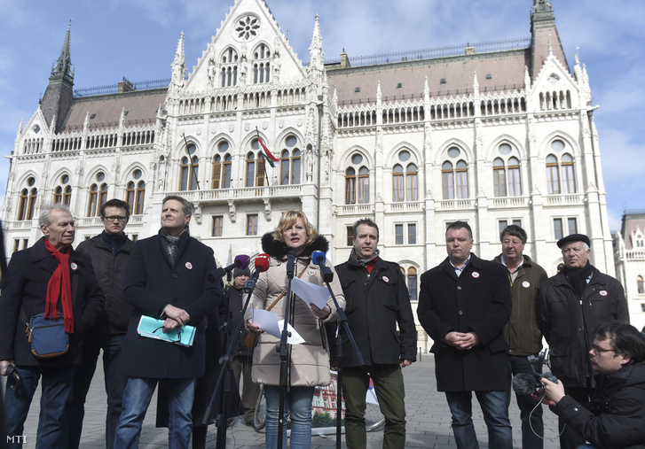 Péterné Boros (center), president of the Trade Union of Hungarian Public Officials, Public Employees and Public Service Workers amongst other union leaders at a press conference about the public service strike on 14 March 2019.