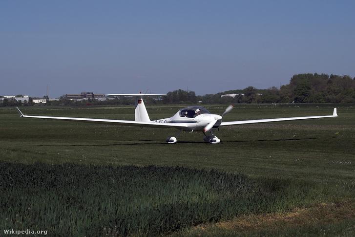 Super Dimona motoros vitorlázó repülő