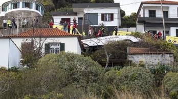 Felborult egy német turistabusz Madeirán, legalább huszonnyolcan meghaltak