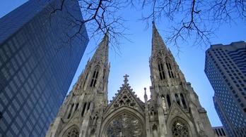 Két kanna benzinnel és gyufával ment a New York-i Szent Patrik-katedrálisba
