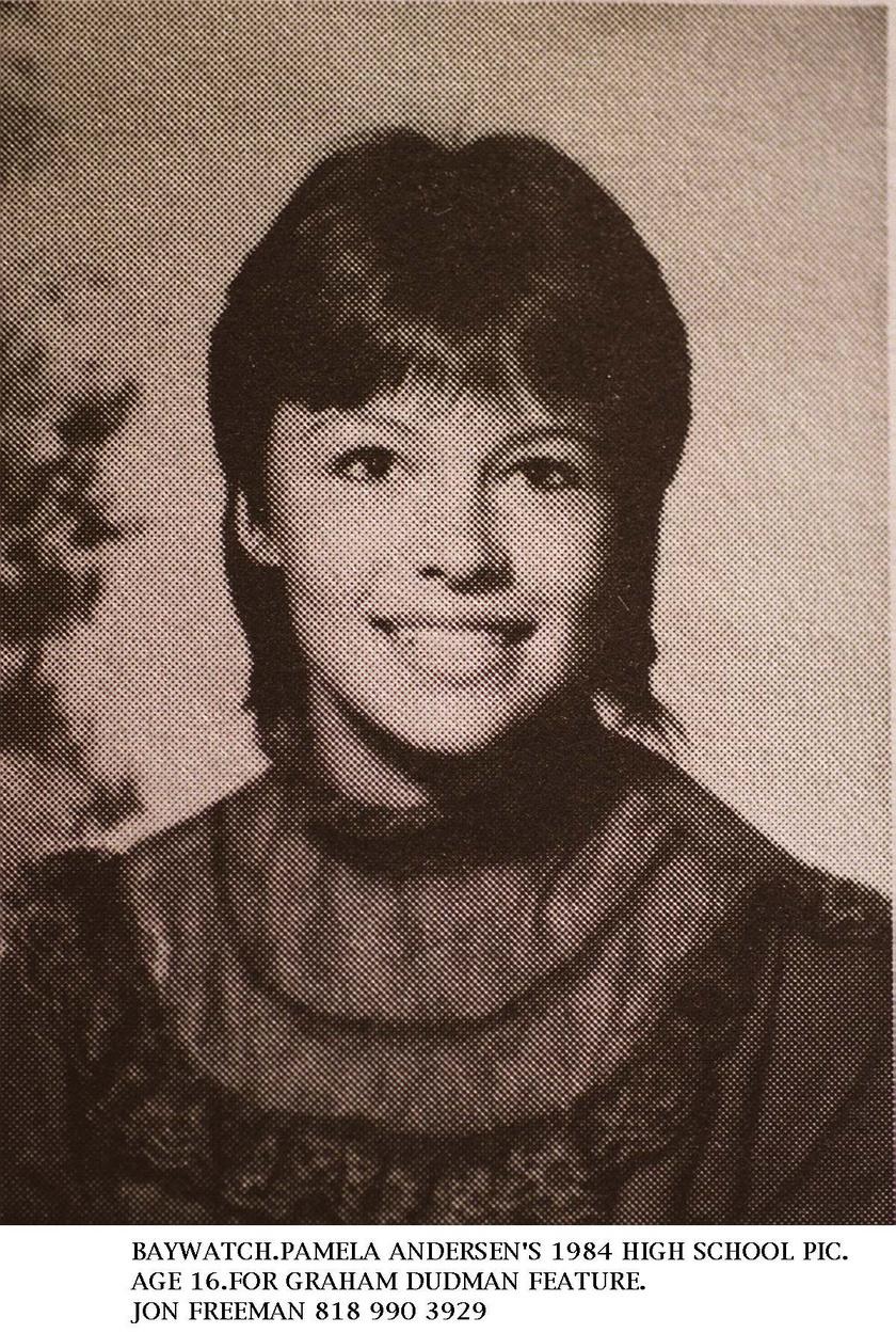 Pamela Anderson mindössze 16 éves volt ezen az iskolai tablófotón, szinte rá sem ismerni.