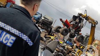 Utcai randalírozók motorjait zúzták be Angliában