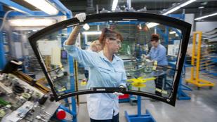 Négymilliárdos fejlesztés a Merci- és BMW-üvegeket gyártó tatabányai üzemben