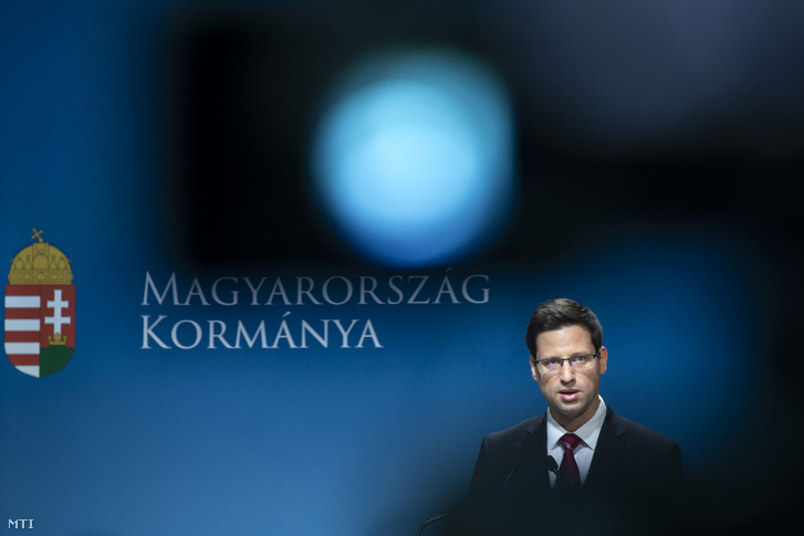 Gulyás Gergely Miniszterelnökséget vezető miniszter a Kormányinfó sajtótájékoztatón a Miniszterelnöki Kabinetiroda Garibaldi utcai sajtótermében 2019. április 18-án