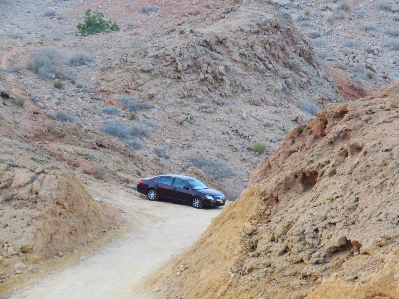 Látványos fotók készülhetnek ebben a kőtengerben bármilyen autóról – még erről a nem különösebben izgalmas formájú Toyota szedánról is.