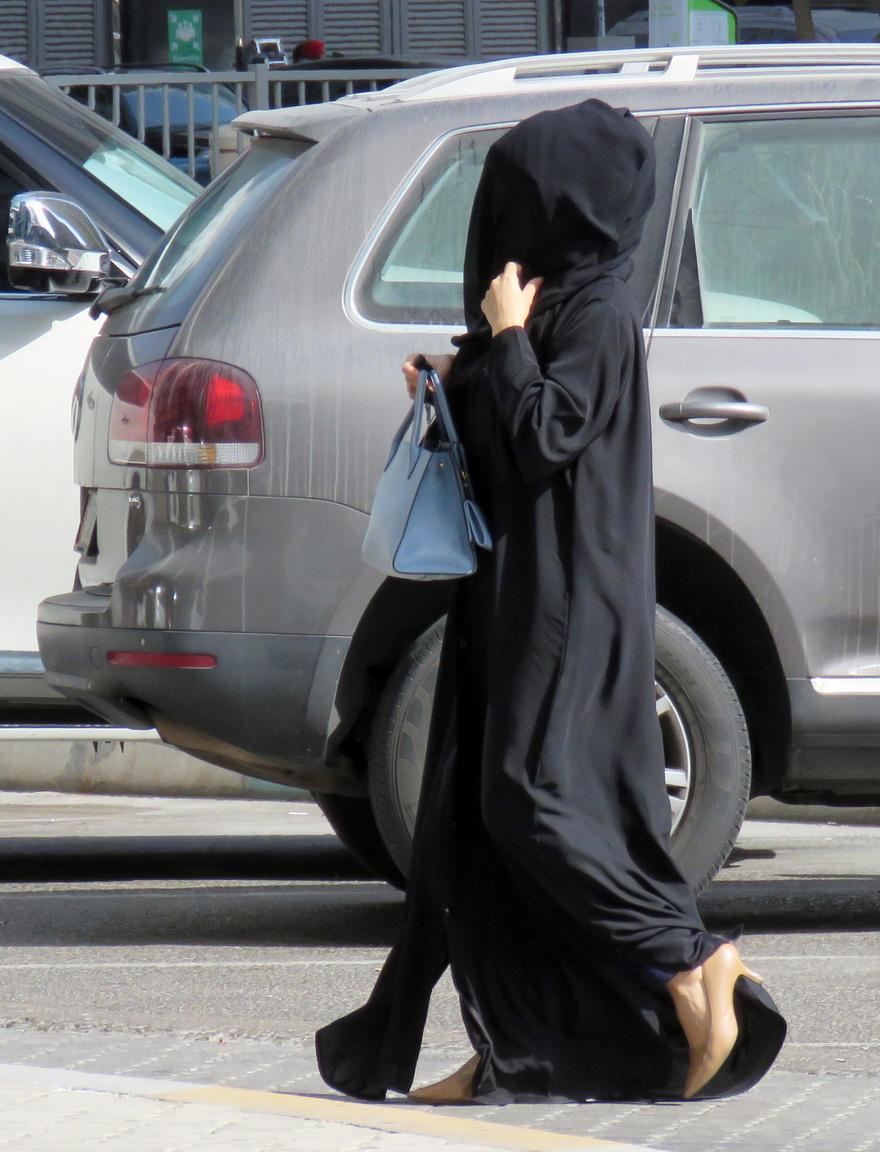 A nők mindenhol nőből vannak, éljenek bár a Föld bármelyik országában és takarják bájaikat bármilyen leplek. És ez a legjobb hír, amit Ománból (is) visszatérve elmondhatunk mi, férfiak.
