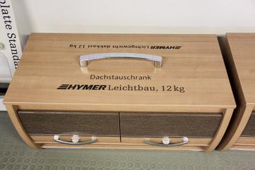 Az új felsőszekrény 12 kg, 4 kg-mal könnyebb a réginél