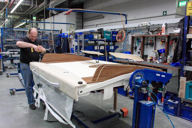 Készül a plafonról lehúzható ágy az integrált lakóautóba