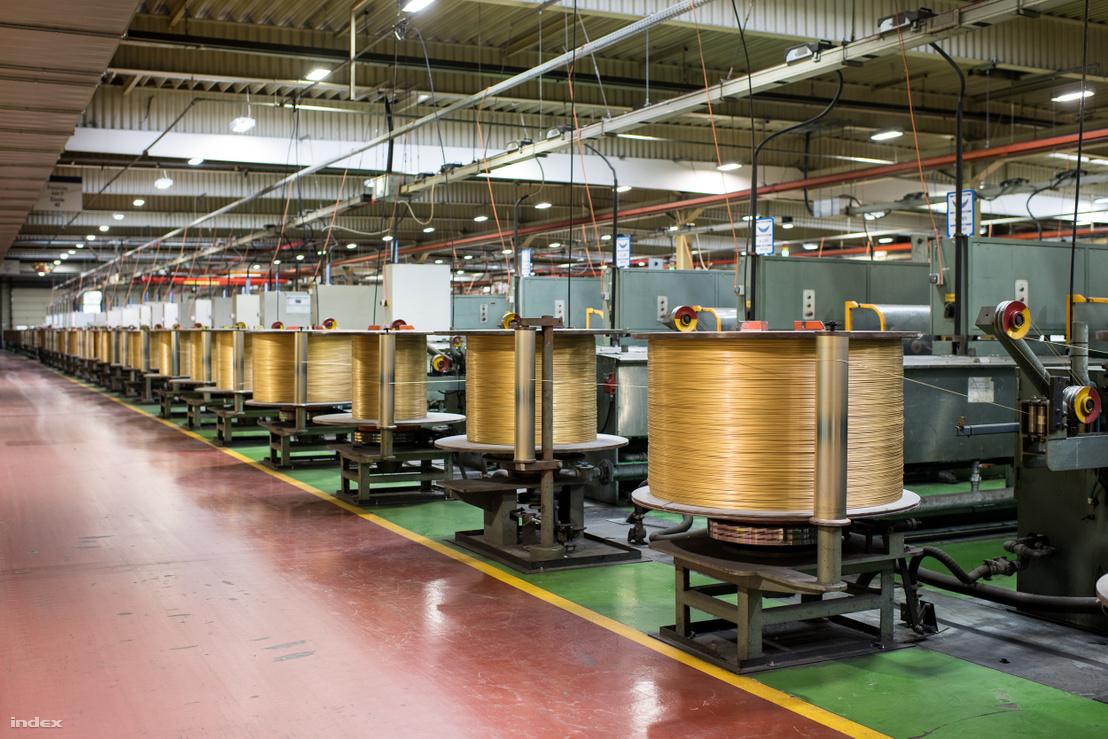 A Kiswire szentgotthárdi gyárában autógumikhoz gyártanak acélszálakat.
