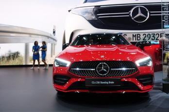 Hatalmas spórolásba kezd a Mercedes
