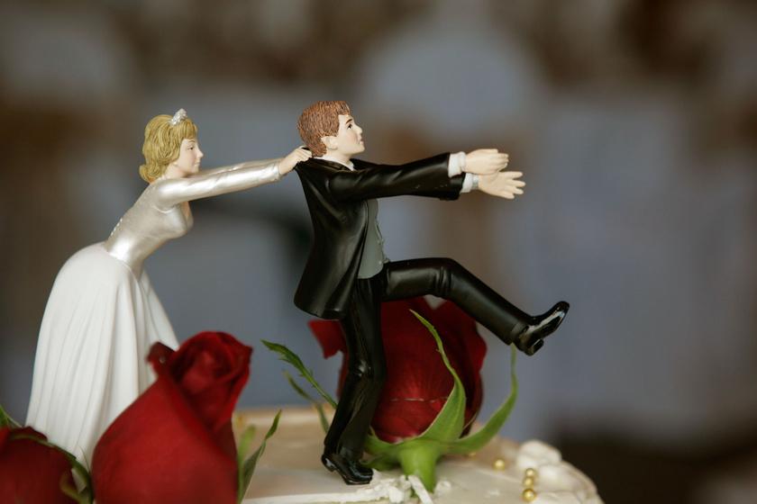 Kétségbeesett, arája elől menekülő vőlegény. Minden menyasszony álma egy ilyen esküvői torta.