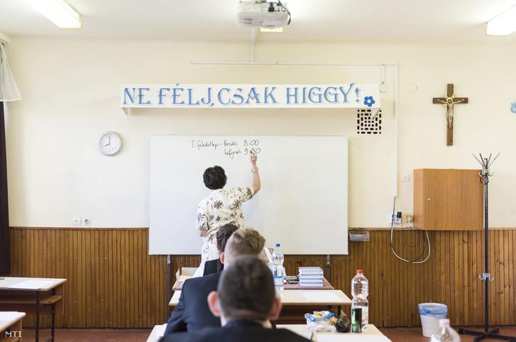 Magyar nyelv és irodalom írásbeli érettségi vizsga a nyíregyházi Szent Imre Katolikus Gimnáziumban 2018. május 7-én.