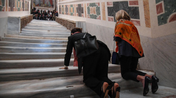 Háromszáz év után újra meg lehet mászni a római Szent Lépcsőt