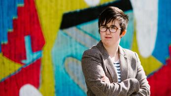 Agyonlőttek egy újságírónőt Észak-Írországban, miközben egy zavargásról tudósított