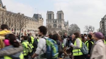 Megtiltották, hogy a Notre-Dame-nál tüntessenek a sárgamellényesek