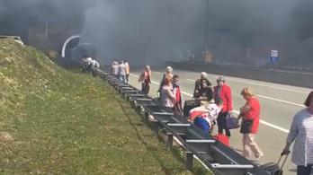 Kigyulladt egy magyarokat szállító turistabusz Horvátországban