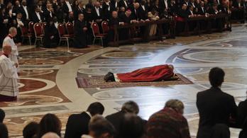 """Ferenc pápa: Szomorú, hogy a menekülteket """"politikai számítások miatt páncélba burkolt szívek várják"""""""