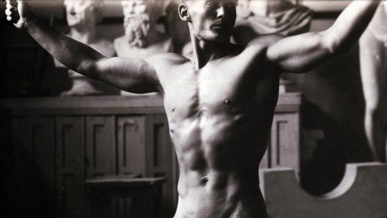 A test a régi papír húszasról – egy eltévedt golyó végzett vele 1956-ban