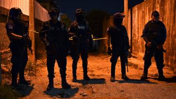 Lövöldözés volt egy mexikói bárban: 13 halott