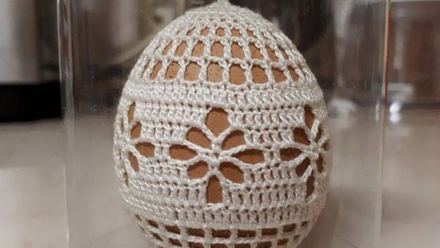 Egyetlen darab készül évente ebből makói horgolt tojásból