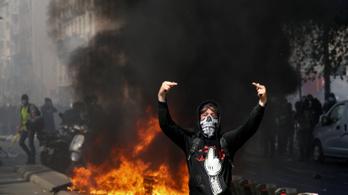 Huszonharmadszorra tüntettek a sárgamellényesek Franciaországban