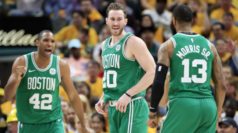 Hayward beindult, söpört a Celtics
