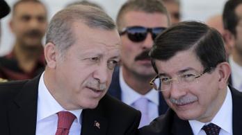 Régi harcostársa kritizálta Erdoğant