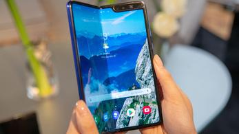 Beismerte a Samsung, hogy valami nem oké: elhalasztják a félbehajtható telefonjuk piacra dobását