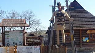 Kampós orrú fekete kalapos figurát égettek egy lengyel népszokás keretében