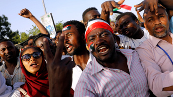 A katonai diktatúrából sem kérnek a szudániak