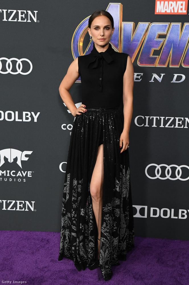 Apró érdekesség, hogy a Thor-filmekben egykori partnerét alakító Natalie Portman is megjelent a premieren