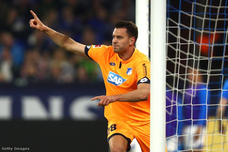 Szalai Ádám, a Hoffenheim játékosa ünnepli gólját az FC Schalke ellen Gelsenkirchenben, 2019. április 20-án